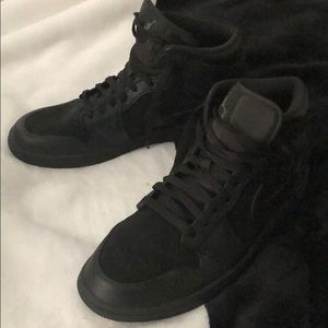 Jordan Shoes - Air Jordan 1 Retro Mid🖤
